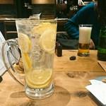 海千山千番長 - どでかい檸檬レモンサワー(850円)