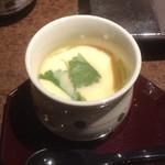 寿司と酒 十六夜 - 普通に美味しい茶碗蒸し。もう少しゆるめが好きかな。