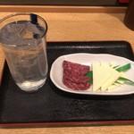 酔円 - レモンサワー250円、チーズサラミ250円