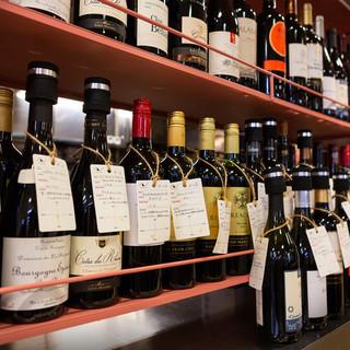 世界中から集めたワインを飲み比べ出来ます。