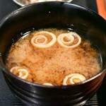 権之助FLAT - 【本日の海鮮9種のっけ丼@税込1,000円】味噌汁