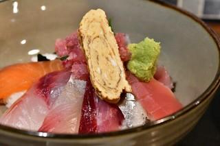 権之助FLAT - 本日の海鮮9種のっけ丼@税込1,000円:寄ってみました
