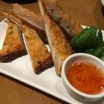 アジアンビストロ Dai - 海老トースト ¥918