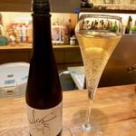 Bistrot Chez Bois - ドリンク写真:北陸富山が誇る国産ノンアルスパークリング「セレブレ」白 byトンボ飲料。ロゼもアルヨ。
