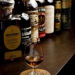 ザ・バー フィンラガン - ウィスキーも豊富に…