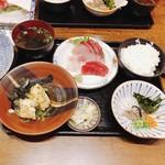 99801089 - ふじの『刺身定食』❣️とにかく人気(๑˃̵ᴗ˂̵)و