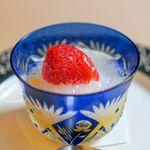 山玄茶 - いちご、 ワインのジュレ、 レモンシャーベット、 マンゴー、 オレンジゼリー