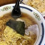 伊峡 - 半チャンラーメン@630円    神保町でこの値段でよく頑張っていると思います。パンチはなくとも飽きのこない味。サラリーマンの味方!