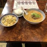香港麺 新記 - 牛腩担々麺&炒飯&杏仁豆腐