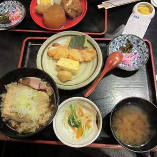 お多幸 神田店 - 豆腐茶飯と焼き魚定食 700円