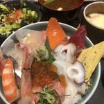 割鮮 うを亀本店 - 海鮮丼ランチ
