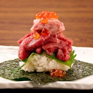 シンプルな肉寿司から創作肉寿司まで豊富なメニュー!