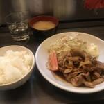 肉蔵でーぶ - 豚焼肉定食全体