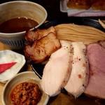 99819562 - 「濃厚チャーシューつけ麺(麺量500g)」+「辛肉味噌」