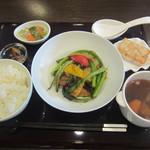 Chuugokuryouritambo - 日替わりランチ イカと野菜の黒豆みそ炒め1000円