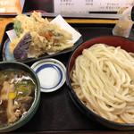だるまや - 肉汁うどん大盛りと野菜天ぷら盛り合わせ