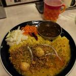 カリ~ アンド スパイスバル カリ~ビト - 2種カリ〜980円  私は、本日のカリ〜(エビ香る里芋ココナッツキーマ)と粗挽きキーマカリ〜