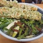 吉屋うどん - ・山菜うどん 350円 + 竹輪天 140円
