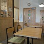 Cafe Musu.B - 店内はウッディーな感じで温かいです。
