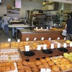BAKERY&CAFE BRUNO  - パンを焼いている厨房が丸見え