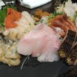 ととバルnemuro - お刺身の盛り合わせ。どれも半端なく美味しい。山わさび醤油をつけてどうぞ。