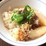 阿波郷土料理 彩 - 鯛刺身の切れ端の漬けを発見 鯛飯と出汁で鯛茶漬け