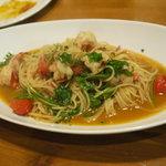 ビストロ オリーヴ - 小エビとトマトとルッコラのペペロンチーノ1200円