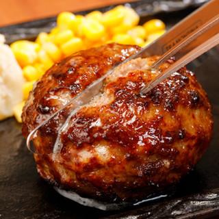 肉汁溢れる素材にこだわった肉料理が自慢!