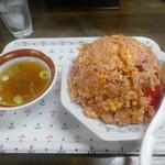 珍来 - 料理写真:チャーハンにはスープが付きます