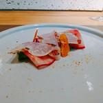 99867276 - 伊豆の金目鯛の炙り 菜の花と赤蕪のマリネ からすみを添えて