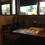 肉&チーズバル Benvenuta - 店内