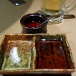 地どり処 おも屋 - 自家製ポン酢・塩・自家製ラー油で頂きます。