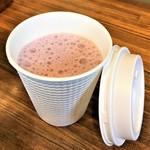 地産CAFE&SHOPけあふぃっとふぁーむ - ホットベーリーA豆乳ラテ