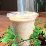 地産CAFE&SHOPけあふぃっとふぁーむ - アイスベーリーA豆乳ラテ