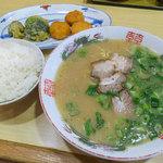 べんてん - 料理写真:べんてんファン垂涎の「ラーメン定食」(650円)。