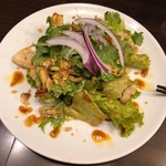 99883602 - 「鶏むね肉とパクチーのサラダ(ヤムオーク・ガイ)」(1人前500円)