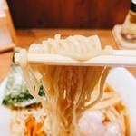 舎鈴 - 中華そば  麺リフト
