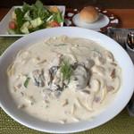 バレーナ - 料理写真:牡蠣とポルチーニのクリームパスタランチセット