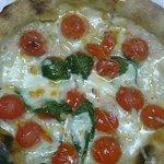 フォンティーナ - 定番人気 フレッシュトマトのマルゲリータピザ