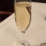 メインダイニング - ドリンク写真:グラスシャンパン 2400円