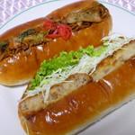 日和ベーカリー - 料理写真:焼きそばパンとコロッケパン