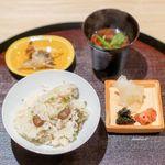 観山 - ムカゴと鮎のご飯、鮎の骨せんべい、 香の物、 八丁味噌の赤出汁