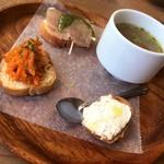 シンパティカリモーネ - 前菜(温かいスープ)