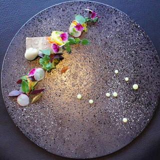 (温度×時間×食体験の旅)を伝統の和皿に描くモダンアメリカン