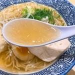 Momokura - 鶏だし中華そば塩のスープ