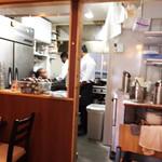 ヴェヌス サウス インディアン ダイニング - 厨房で世間話し?いえいえMTGでした!ビッグシェフがいらっしゃるから今日はことさら美味しかったんですね♪