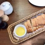 99915921 - パン&オリーブオイル