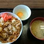 よし尾 - 牛丼 700円 生たまご 50円