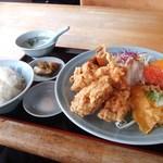 チャイナ食堂彩園 - 料理写真:唐揚げ定食 860円