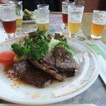 9992650 - 地ビール飲み比べと、登喜和さんのステーキ。